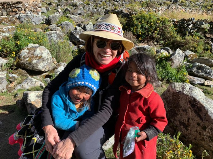 Epic traveller and local Peruvian children